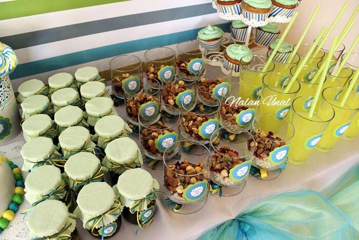 parti limonata şişeleri, diş buğdayı ve hediyelik