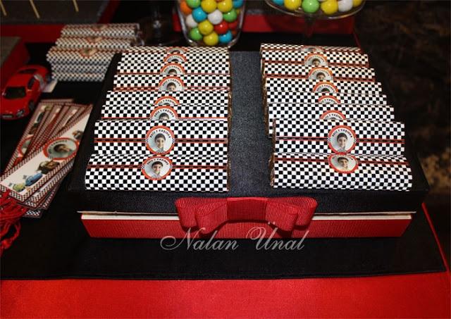 Mcqueen konsepti doğum günü için kişiye özel etiketli çikolatalar