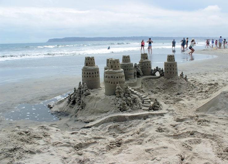 Kumdan kale yapımı - San Diego coronado adası pasifik okyanusu