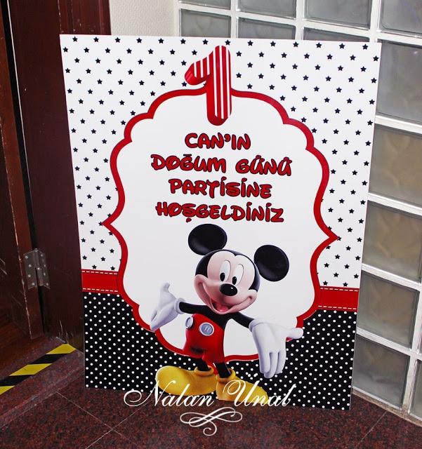 Mickey Mouse temalı doğum günü karşılama afişi - hoşgeldiniz panosu