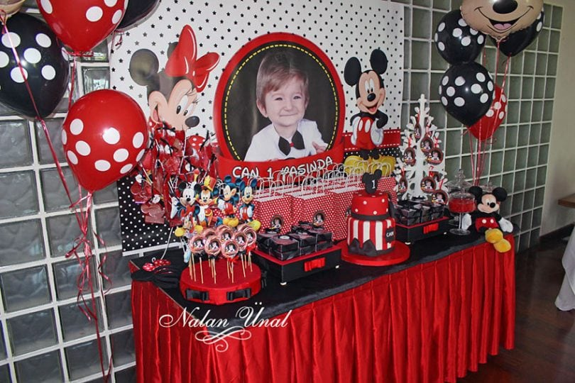 mickey mouse doğum günü afişi ve şeker büfesi