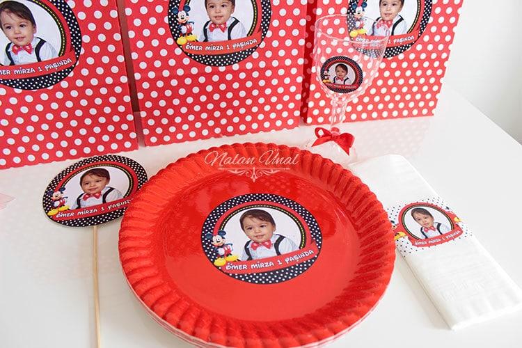 mickey mouse konseptli doğum günü partisi tabağı ve parti süsleri