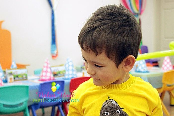 Üç yaş erkek çocuk doğum günü partisi hazırlıkları