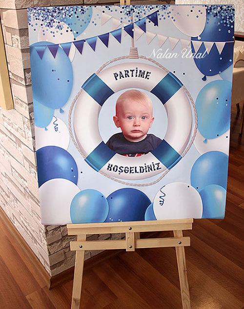 Doğum günü karşılama panosu. Konsept doğum günü organizasyonu